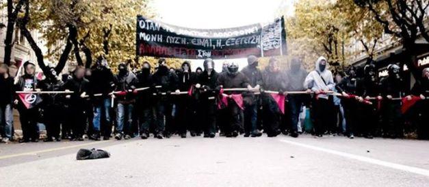 Το αναρχικό/αντιεξουσιαστικό μπλοκ στην πορεία της 6ης Δεκέμβρη 2014 στη Θεσσαλονίκη