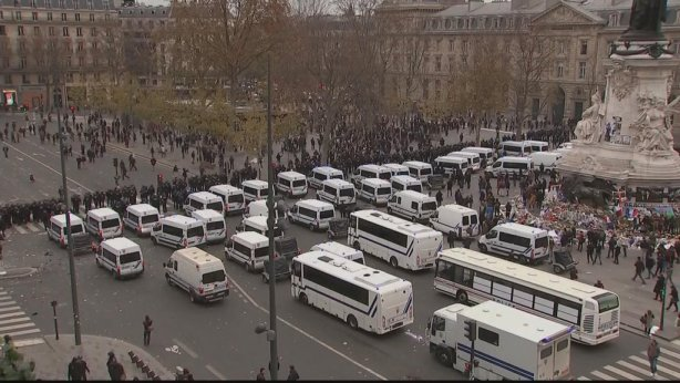 2015-11-29_paris_b_placedelarepublique-invasion-a5c69
